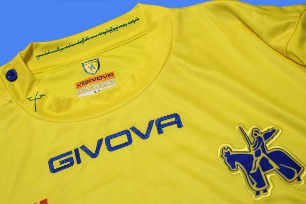Camiseta titular Givova del Chievo Verona | Imagen Web Oficial