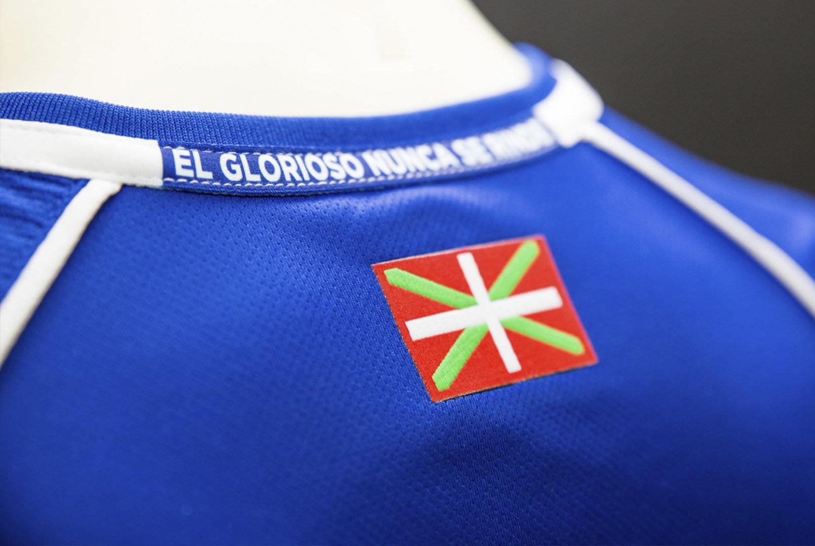 Camiseta titular Kelme del Deportivo Alavés | Imagen Web Oficial