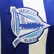 Camiseta titular Kelme del Deportivo Alavés   Imagen Web Oficial