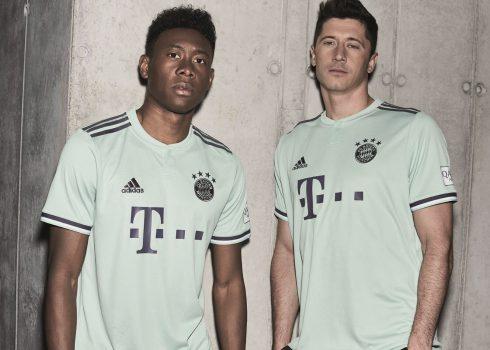 Alaba y Lewandowski con la camiseta suplente 2018/19 del FC Bayern München | Imagen Adidas