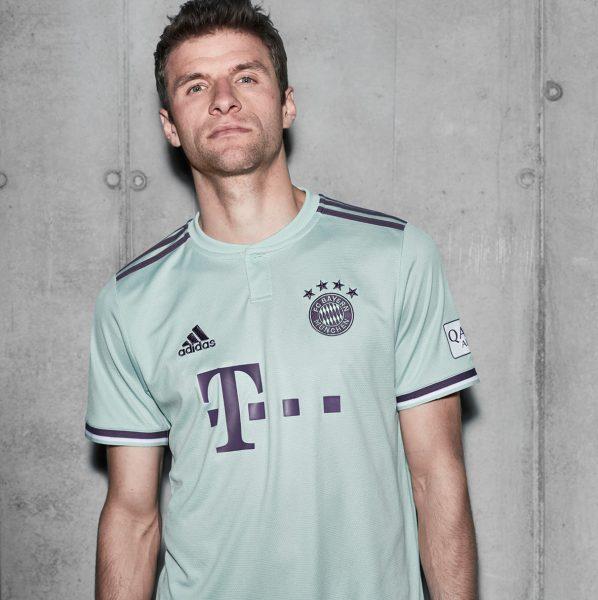 Thomas Muller con la camiseta suplente 2018/19 del FC Bayern München | Imagen Adidas