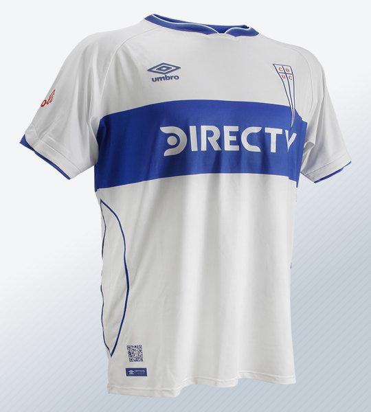 Camiseta conmemorativa Umbro de la U Católica | Imagen Web Oficial
