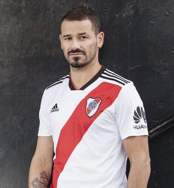 Rodrigo Mora con la nueva camiseta titular 2018/19 de River Plate | Imagen Adidas