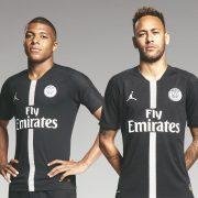 Mbappé y Neymar con la camiseta Jordan del PSG 2018/19 Negra   Imagen Nike