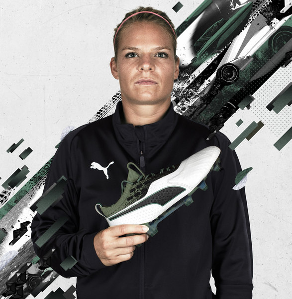 "Eugénie Le Sommer con los botines ONE del ""Attack Pack"" 