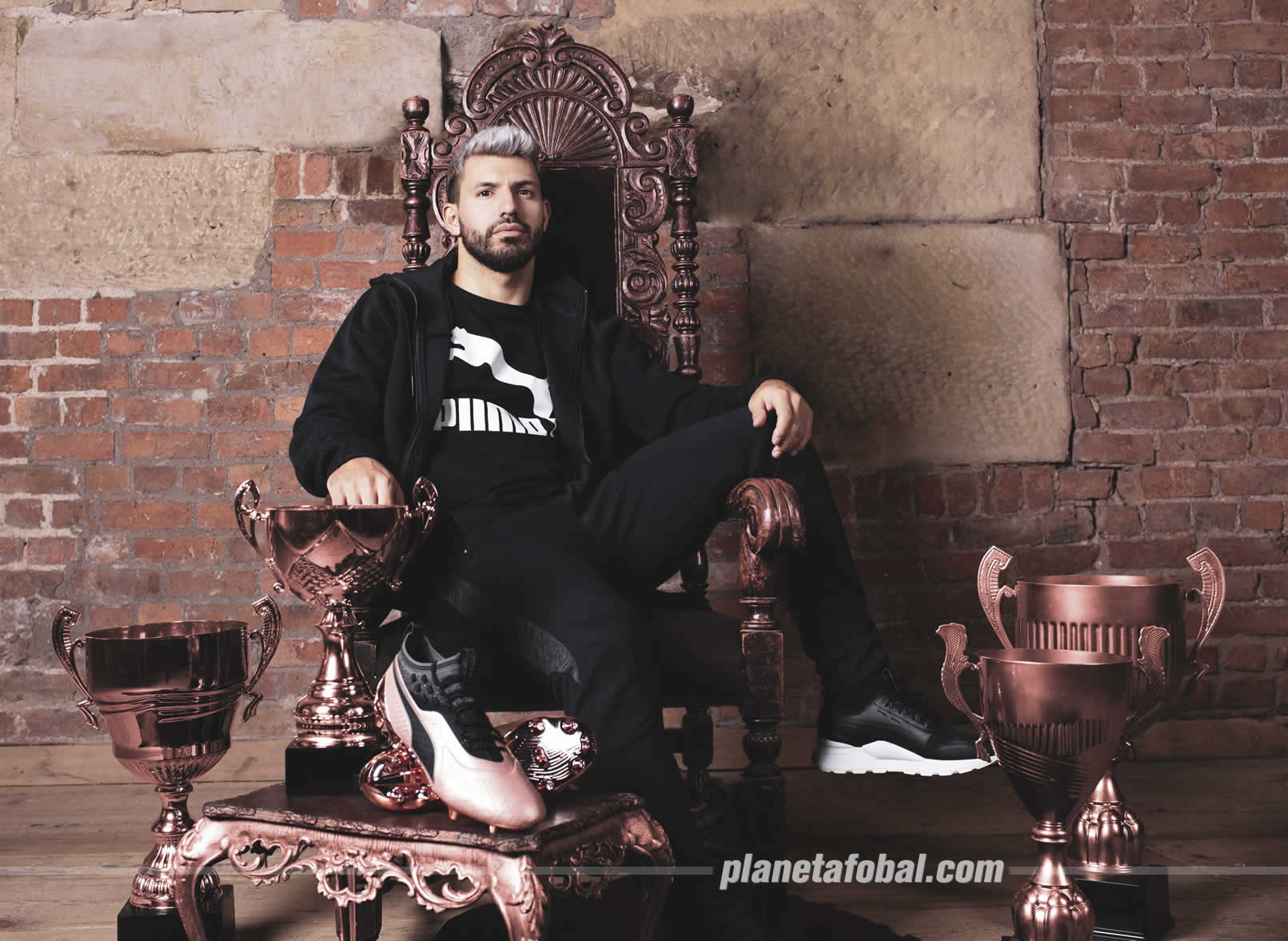 "Sergio ""Kun"" Agúero con los ONE del ""Glory Pack"" | Imagen Puma"