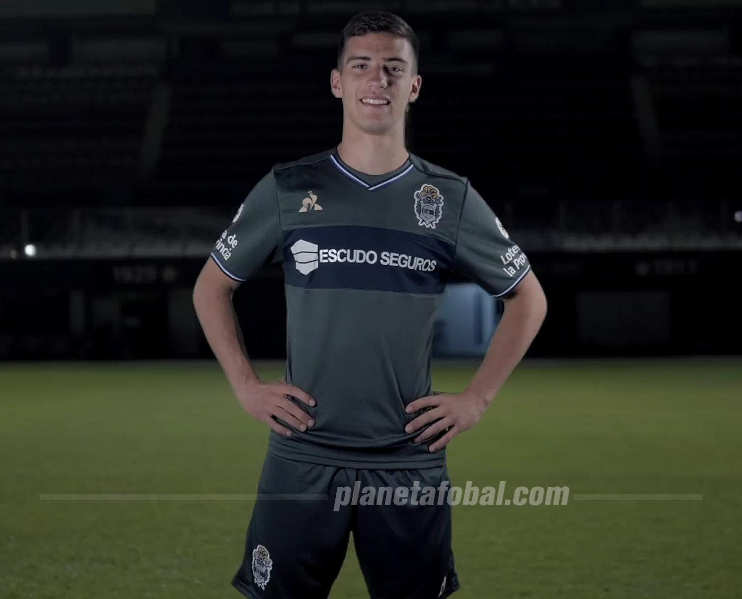 Tercera camiseta le coq sportif de Gimnasia LP 2018/19 | Imagen Captura