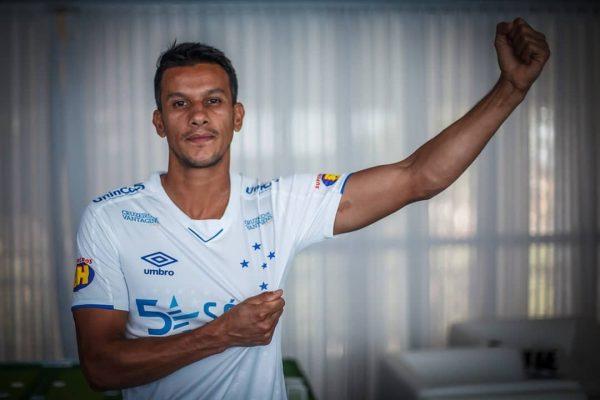Camiseta suplente Umbro del Cruzeiro 2019   Imagen Twitter Oficial