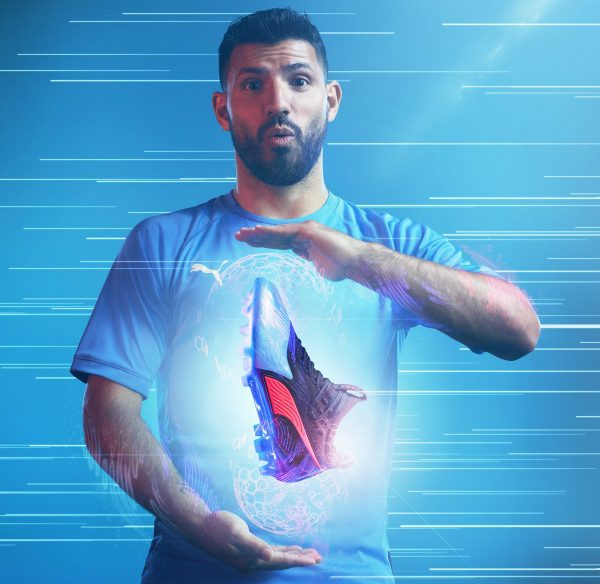 "Sergio ""Kun"" Agüero con los One del ""Power Up"" pack 