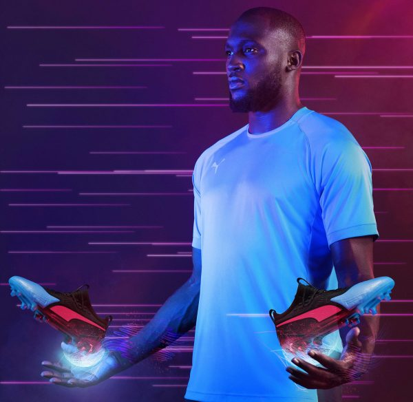 "Romelu Lukaku con los One del ""Power Up"" pack 