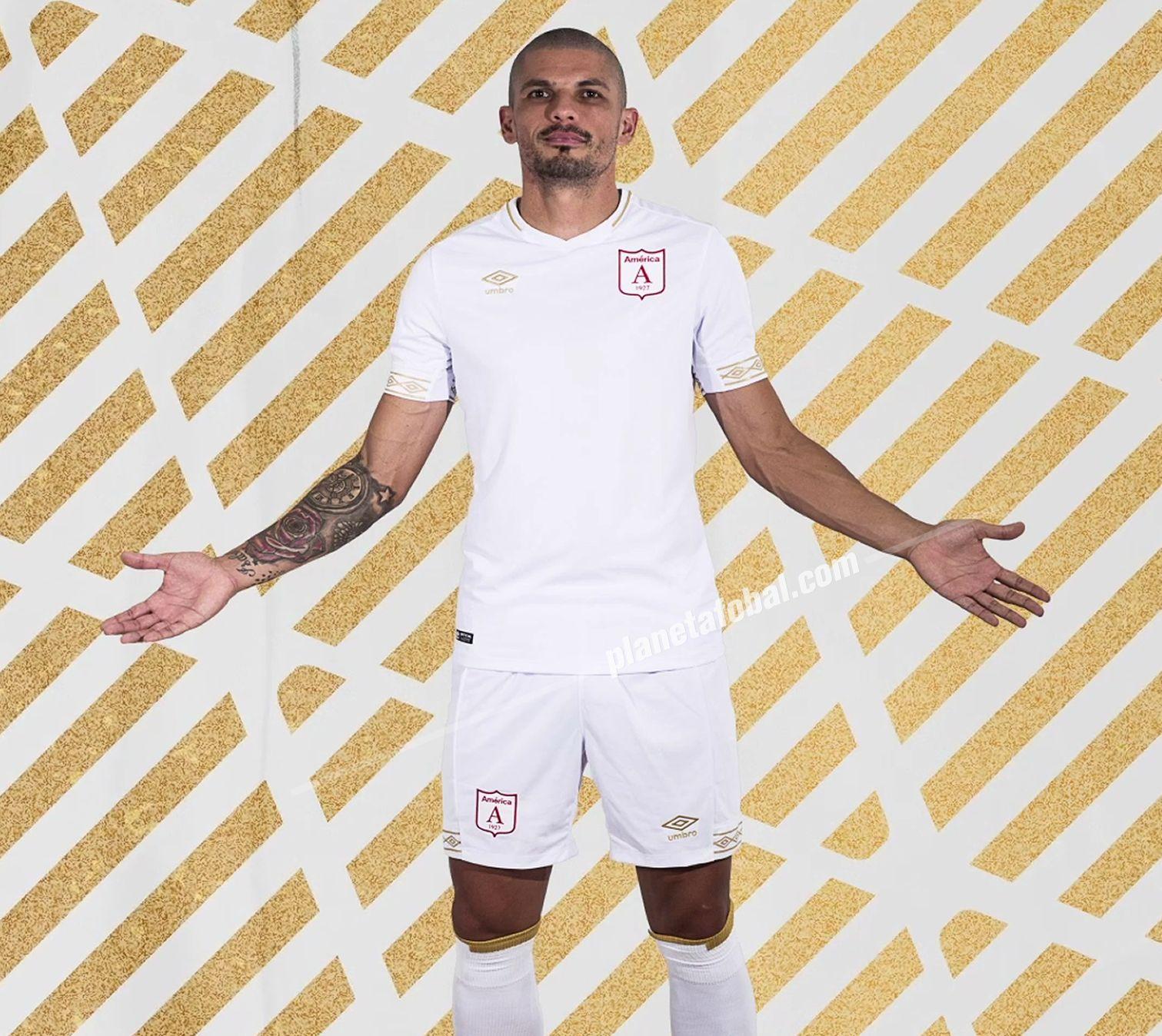 Camisetas Umbro del América de Cali 2019 (Suplente) | Captura Video