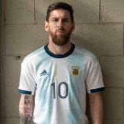 Lionel Messi con la nueva camiseta Adidas de Argentina Copa América 2019