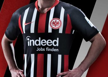 Camiseta titular Nike del Eintracht Frankfurt 2019/20 | Imagen Web Oficial