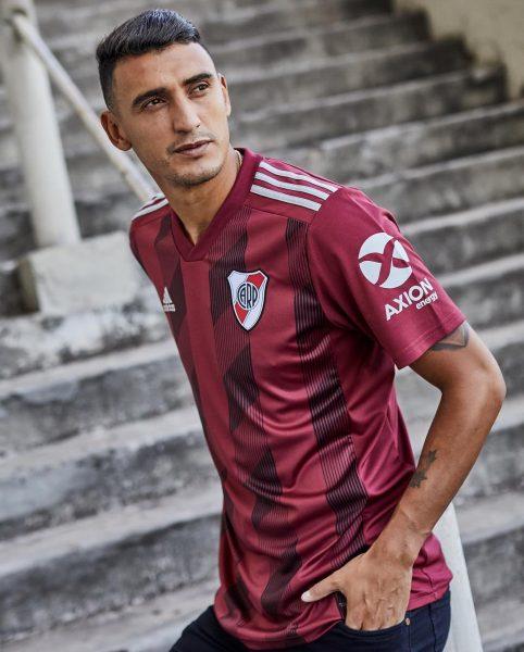 Matías Suárez con la nueva camiseta granate Adidas de River | Imagen Instagram Oficial