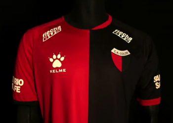 Camiseta titular Kelme de Colón 2019/2020 | Imagen Captura Video