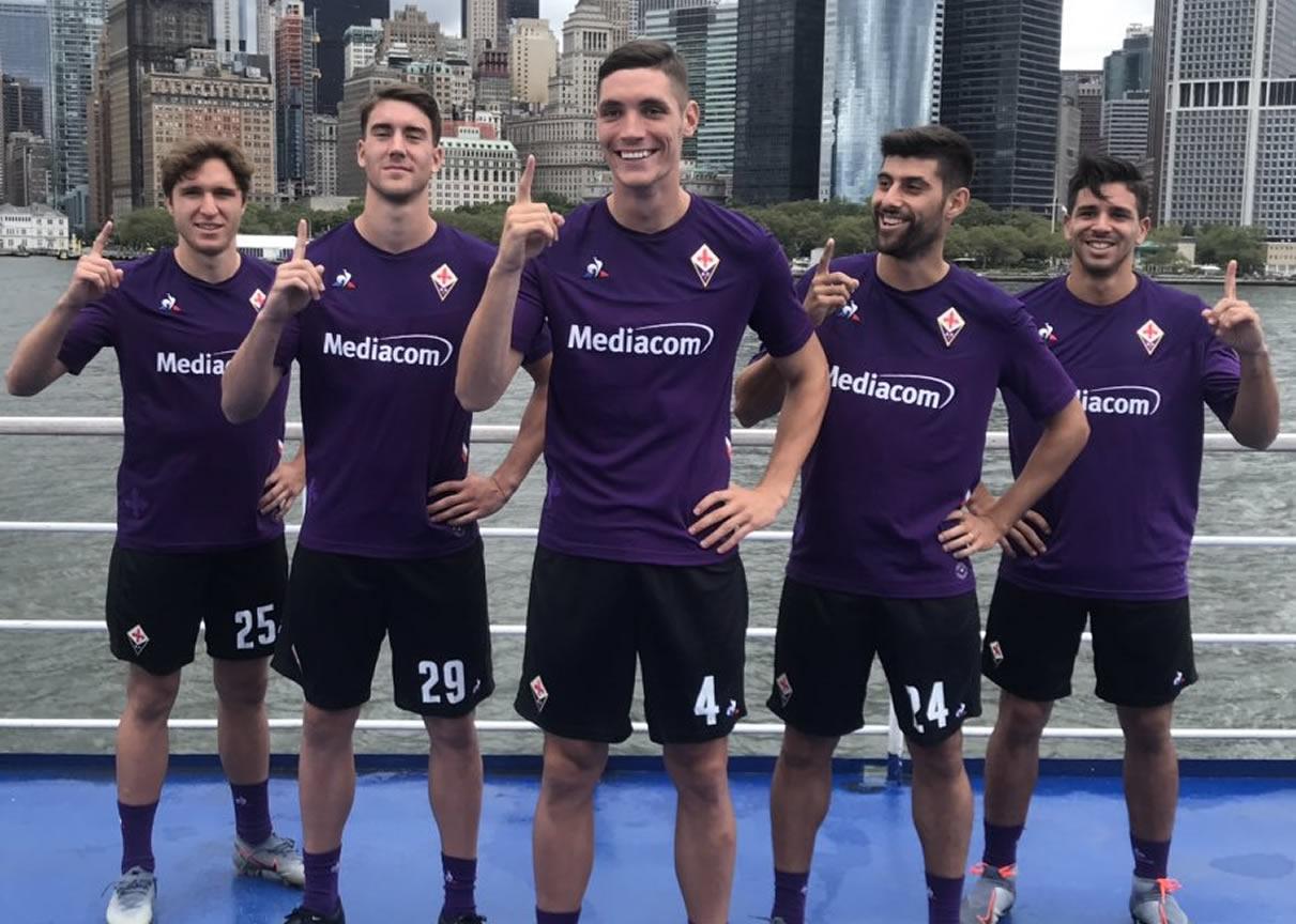 Camiseta titular de la Fiorentina 2019/20 | Imagen Twitter Oficial