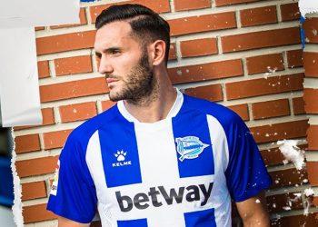 Primera equipación Kelme del Deportivo Alavés 2019/2020 | Imagen Twitter Oficial