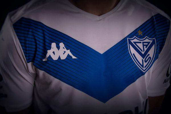Camiseta titular Kappa de Vélez Sarsfield 2019/2020 | Imagen Twitter Oficial