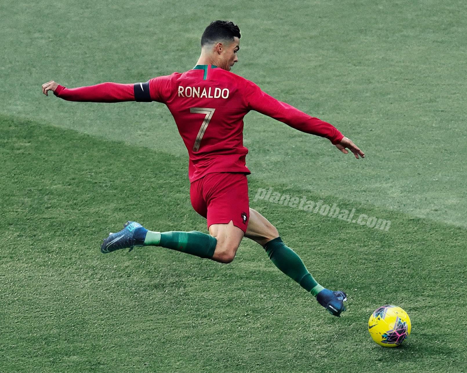 Cristiano Ronaldo con los nuevos botines Mercurial Dream Speed | Imagen Nike