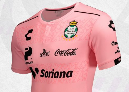 Camiseta rosa del Santos Laguna #PlayPink 2019 | Imagen Charly Fútbol