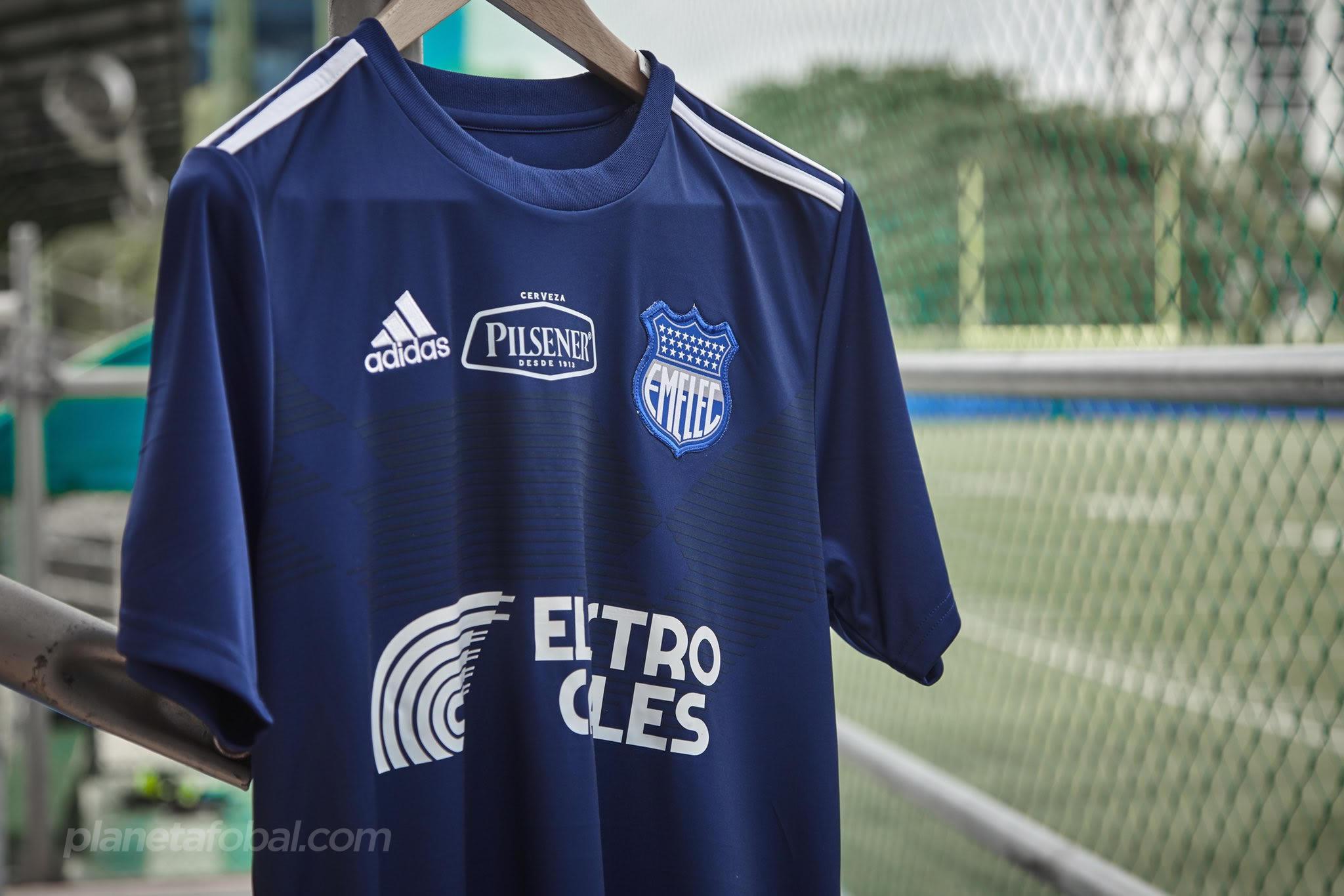 "Camiseta ""70 Years Of Stripes"" del Emelec | Imagen Twitter Oficial"