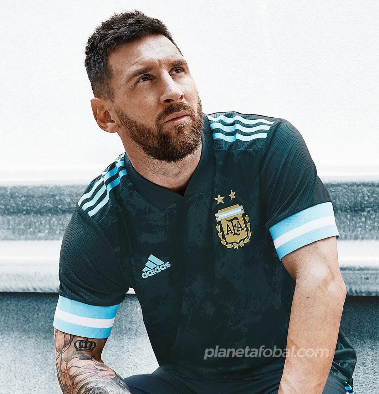 Lionel Messi con al nueva camiseta suplente de Argentina Copa América 2020 | Imagen Adidas