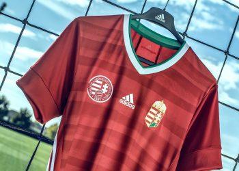 Camiseta titular Adidas de Hungría 2020/21 | Imagen Twitter Oficial