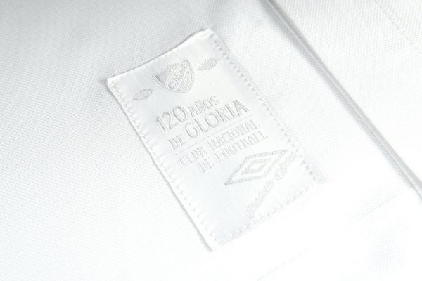 "Camiseta Umbro de Nacional ""120 Años"" | Imagen Twitter Oficial"