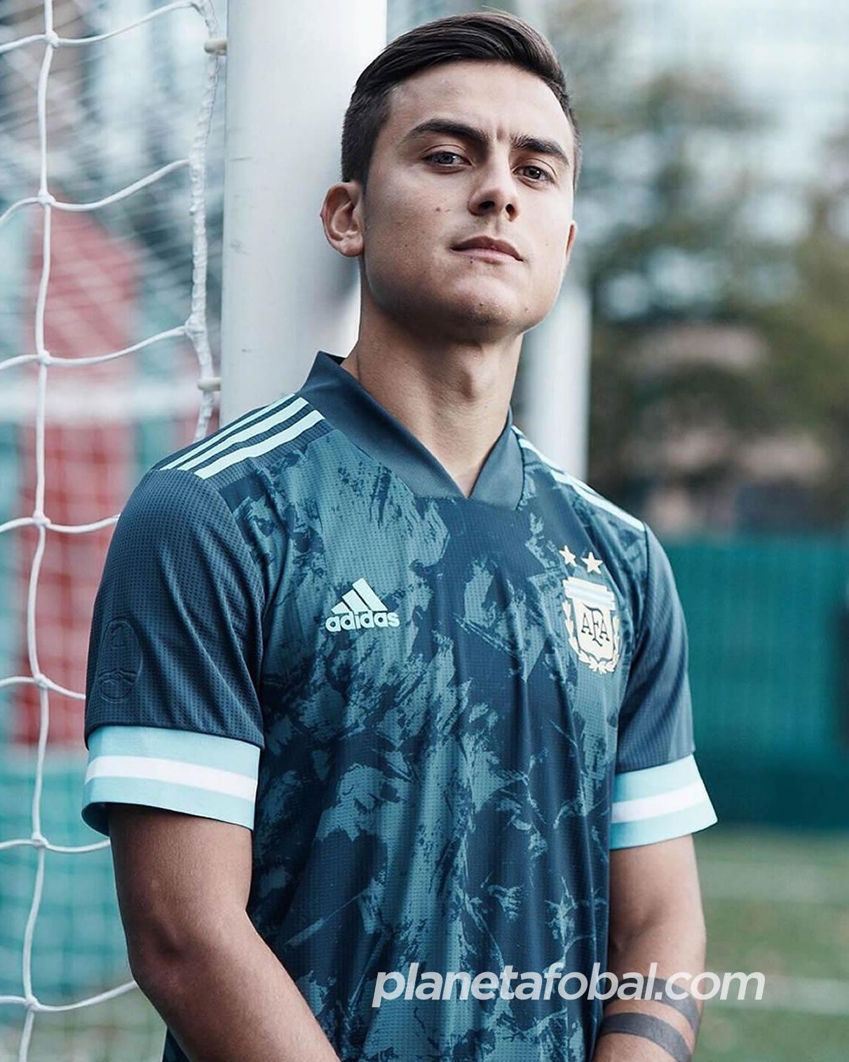 Paulo Dybala con al nueva camiseta suplente de Argentina Copa América 2020 | Imagen Adidas