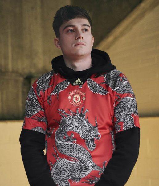 Daniel James con la camiseta dragón del United | Imagen Adidas