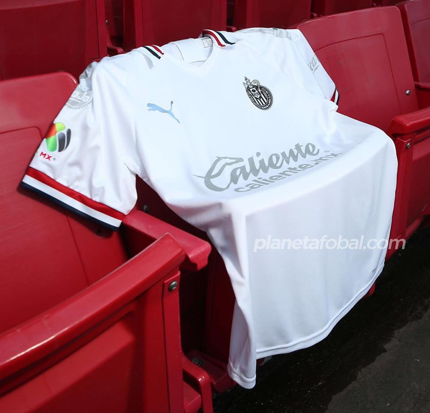 Tercera camiseta Puma de las Chivas de Guadalajara 2020 | Imagen Twitter Oficial