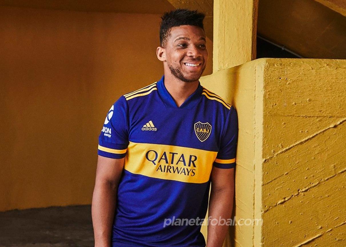 Frank Fabra con la nueva camiseta local de Boca 2020 | Imagen Adidas