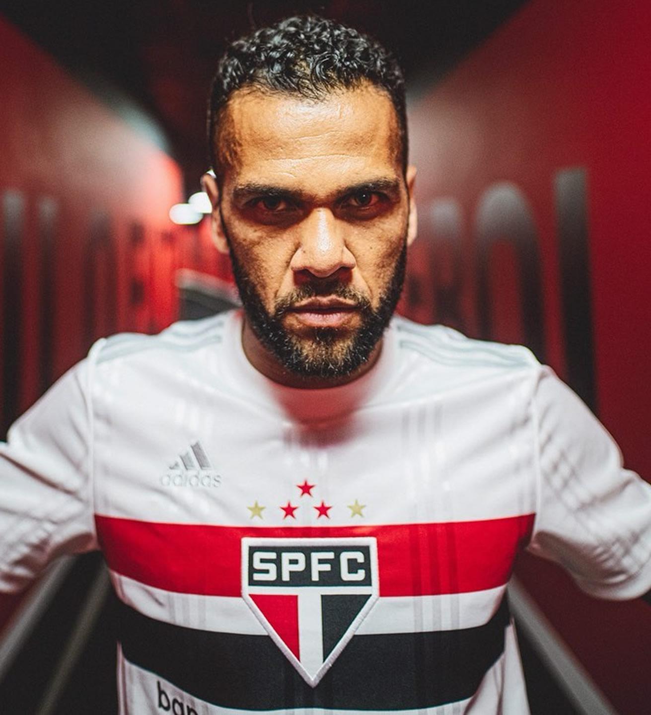 Dani Alves con la nueva camiseta Adidas del São Paulo FC 2020/21 | Imagen Instagram Oficial
