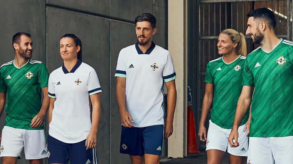 Camisetas Adidas de Irlanda del Norte 2020/21 | Imagen Twitter Oficial
