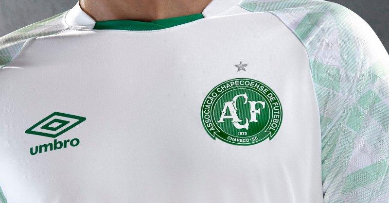 Camiseta suplente del Chapecoense 2020/21   Imagen Umbro