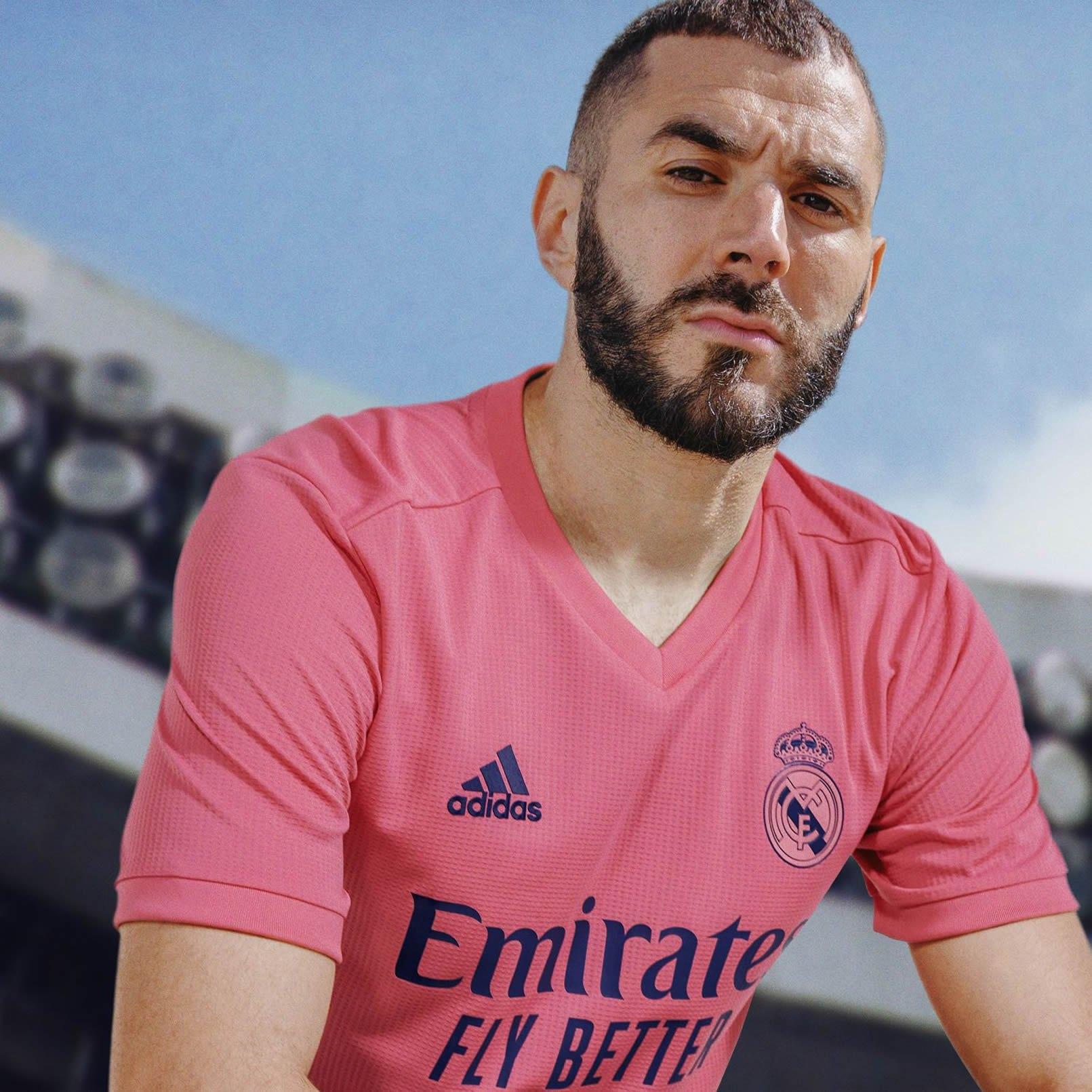Equipación suplente del Real Madrid 2020/2021   Imagen adidas