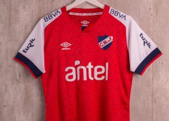 "Camiseta Umbro de Nacional homenaje al ""Gran Parque Central"" | Imagen Twitter Oficial"