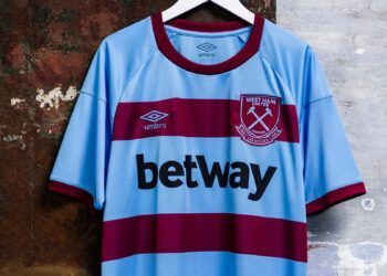 Camiseta suplente Umbro del West Ham 2020/21 | Imagen Web Oficial