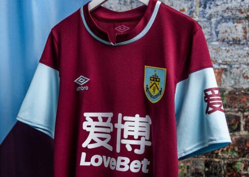 Camiseta Umbro del Burnley FC 2020/21 | Imagen Web Oficial