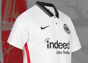 Camiseta suplente Nike del Eintracht Frankfurt 2020/21   Imagen Web Oficial