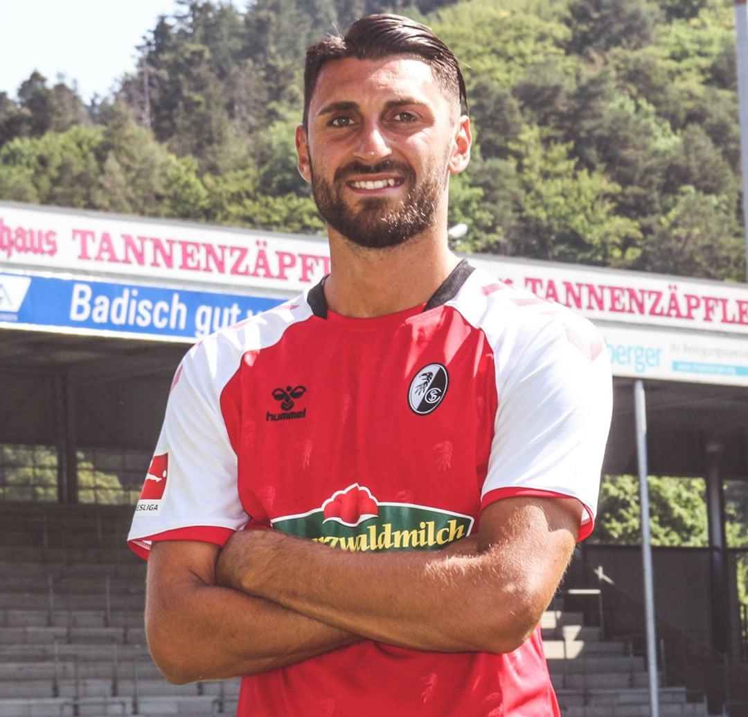 Camiseta Hummel del SC Freiburg 2020/21 | Imagen Web Oficial