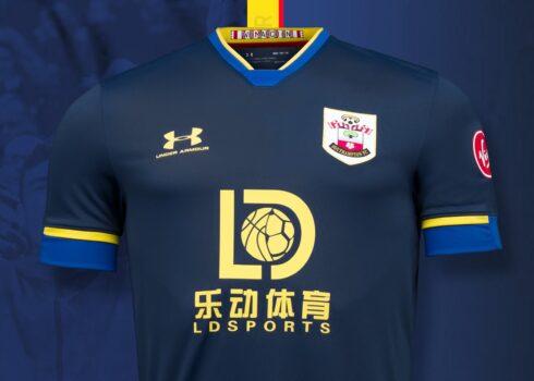 Camiseta suplente Under Armour del Southampton FC 2020/21   Imagen Web Oficial