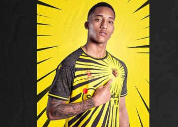 Camiseta Kelme del Watford 2020/21 | Imagen Web Oficial