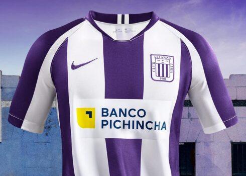 Camiseta Nike blanquimorada de Alianza Lima 2020   Imagen Marathon