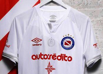 Camiseta suplente Umbro de Argentinos Juniors 2020/21 | Imagen Twitter Oficial