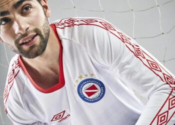 "Camiseta Umbro de Argentinos Juniors ""Campeones de América 1985"" | Imagen Twitter Oficial"