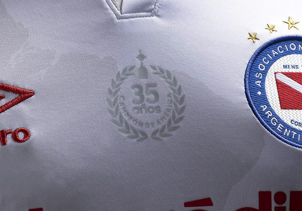Camiseta suplente de Argentinos Juniors 2020/21   Imagen Umbro