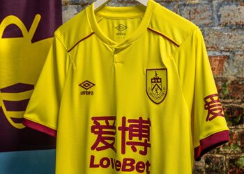 Tercera camiseta Umbro del Burnley FC 2020/21 | Imagen Web Oficial