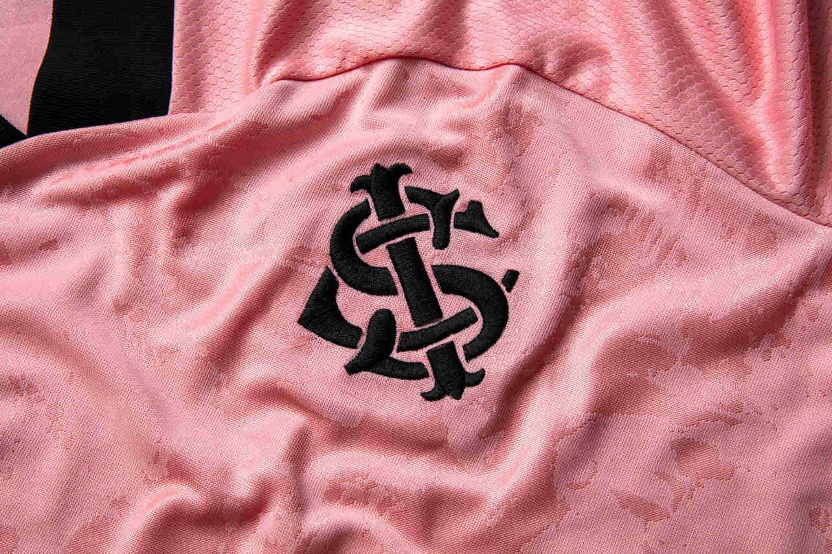 "Camiseta ""Outubro Rosa"" 2020 del Internacional | Imagen adidas"