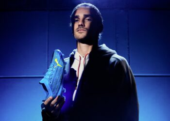 Griezmann con los nuevos botines Puma ULTRA Speed of Light